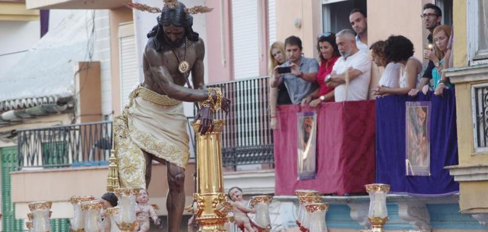 El Cristo de los Gitanos recorre las calles del Centro de Málaga por su 75 aniversario