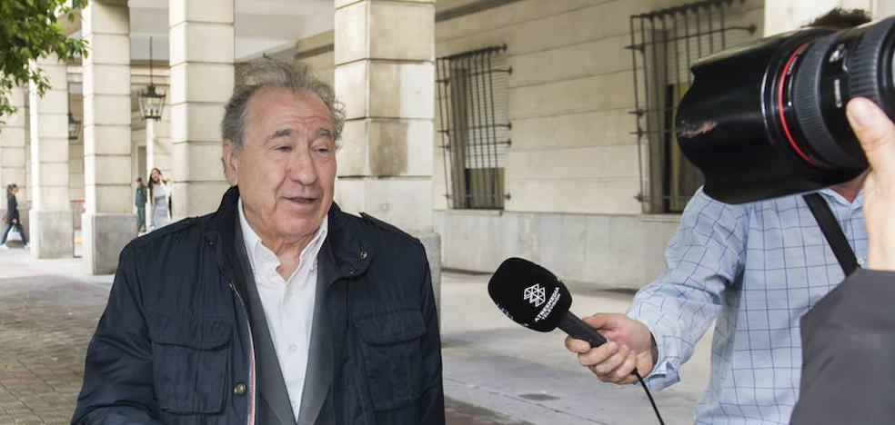 El empresario que acosó a Teresa Rodríguez dice que hizo una «broma» porque es de Cádiz