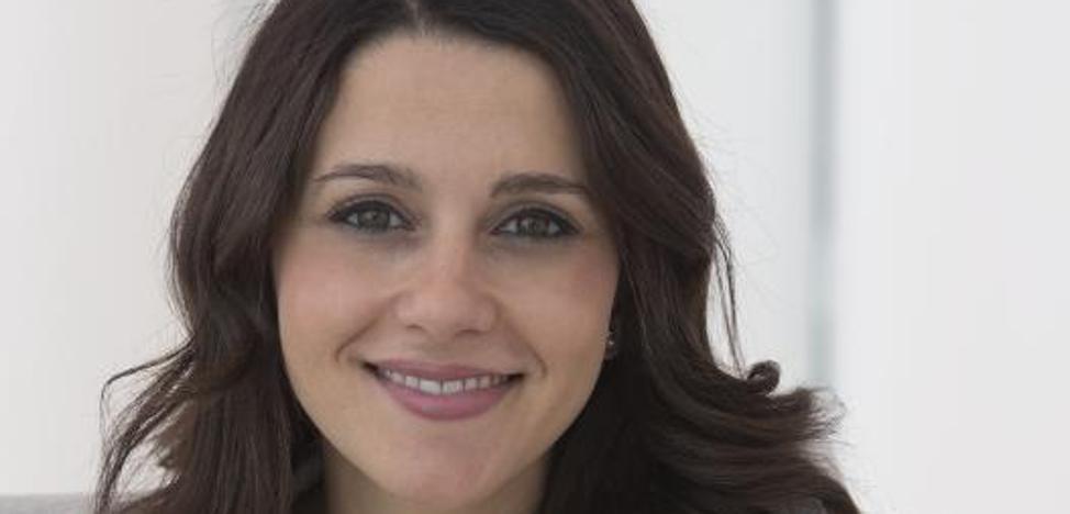 Arrimadas: «Puigdemont no tiene más salida que calentar el ambiente en la calle»