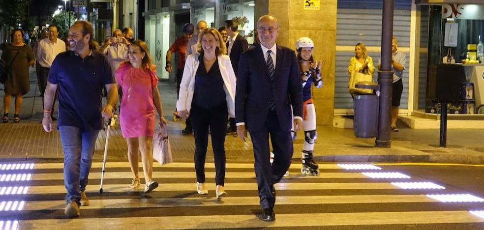 El Soho estrena el primer paso de peatones inteligente de Málaga