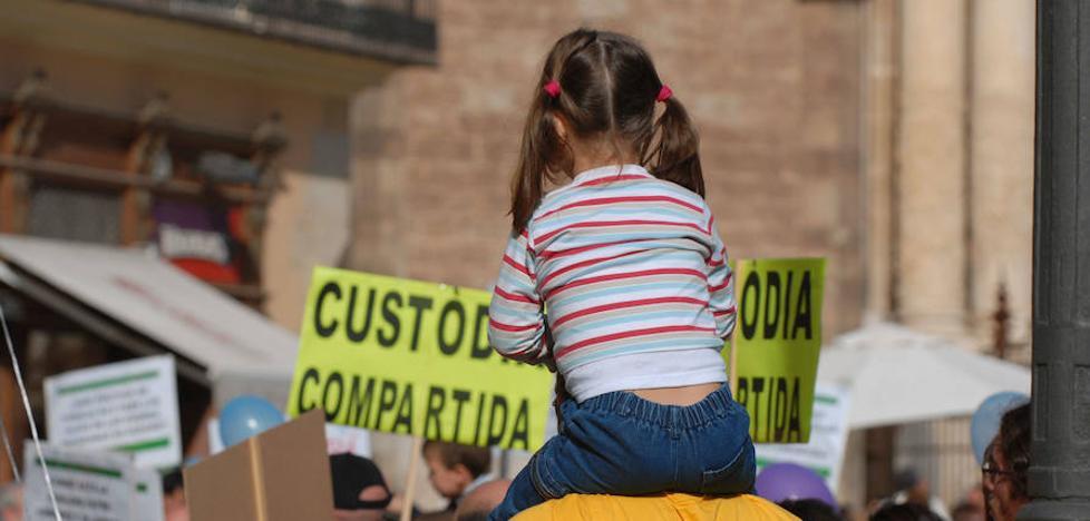 Málaga tiene la mitad de divorcios con custodia compartida que la media nacional