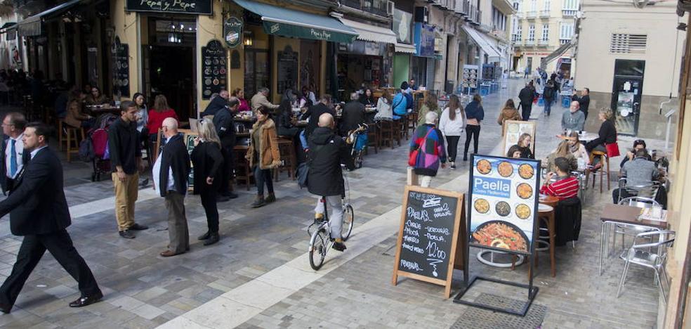 Aumentan las denuncias por las terrazas ilegales en el Centro de Málaga