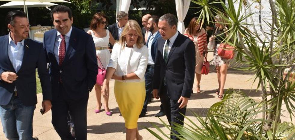 Muñoz se compromete ante la patronal a agilizar el urbanismo para frenar la fuga de inversiones