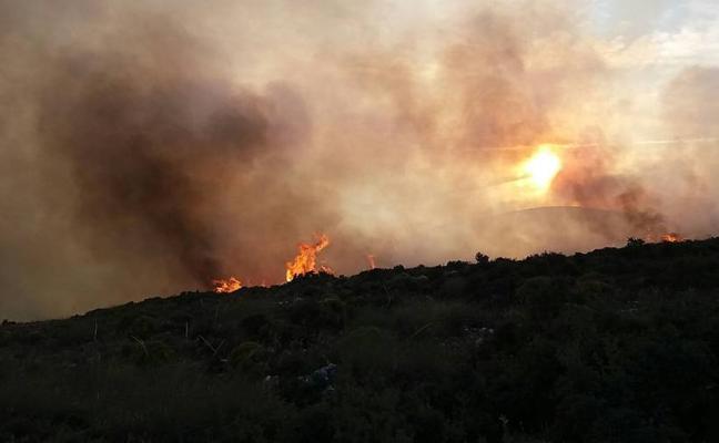 Declarado un incendio en el campo de maniobras de la Legión en Ronda