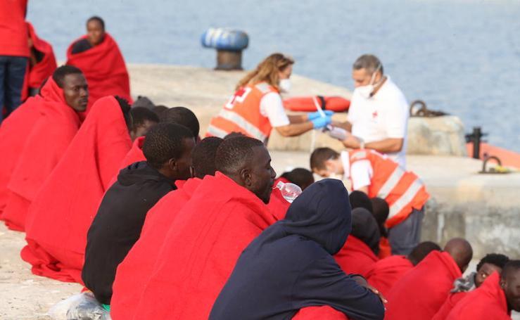 Llega a Málaga una patera con 55 personasa bordo