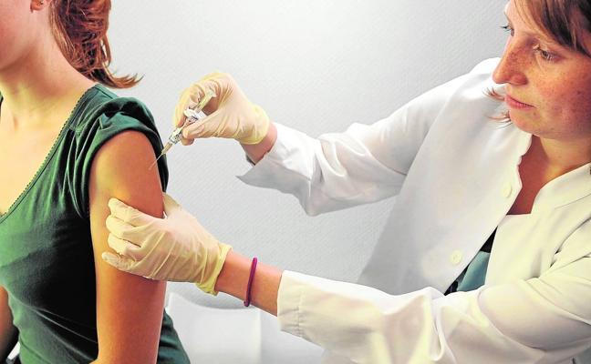 Pediatras aconsejan una vacuna para adolescentes contra la meningitis