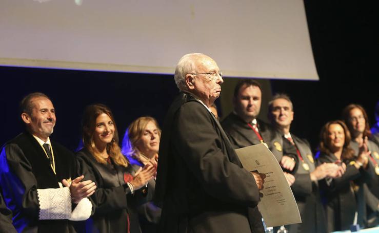 El Colegio de Abogados homenajea a los letrados que cumplen 25 y 50 años colegiados