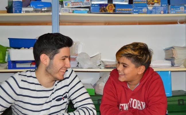 Se buscan 'hermanos mayores' contra el fracaso escolar
