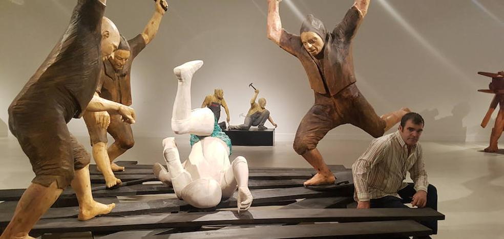 Francisco Leiro, la escultura que echa raíces, en el CAC Málaga