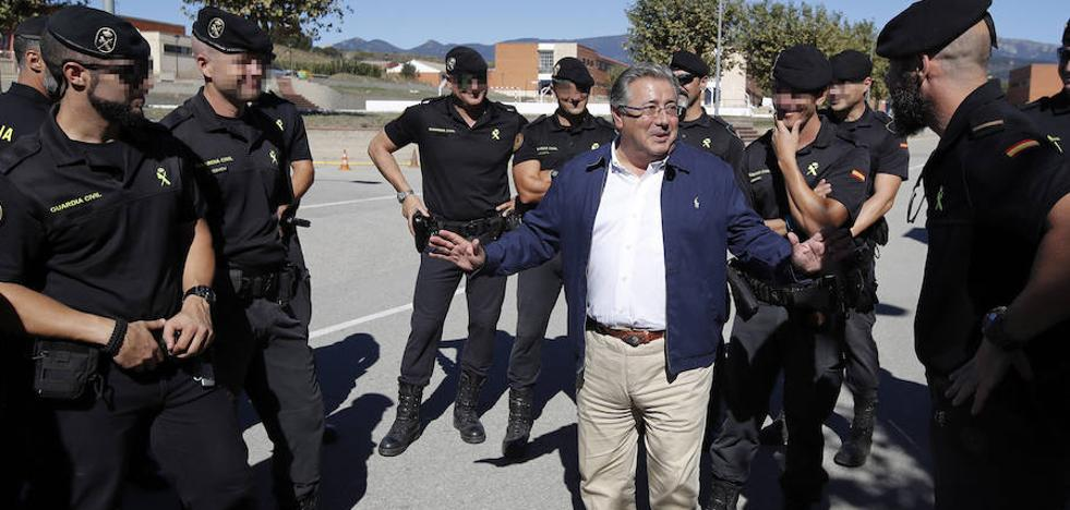 Zoido corrige a Millo: «No hay nadie en el Gobierno que no respalde las actuaciones policiales»