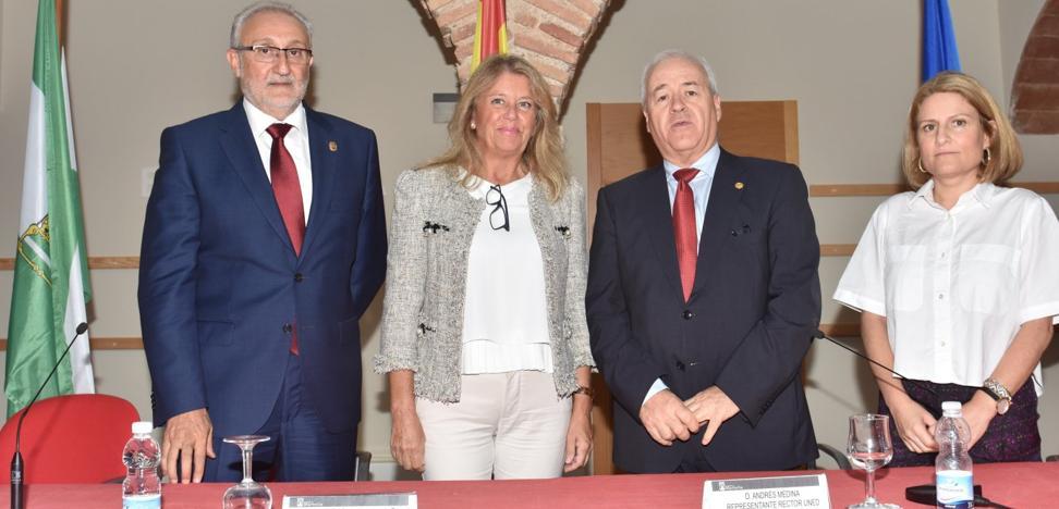 La UNED reabrió ayer el aula con garantías de permanencia y tres nuevos grados en Marbella
