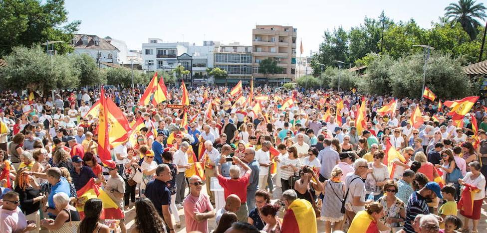 Fuengirola desplegará el Día de la Hispanidad la bandera de España más larga del mundo