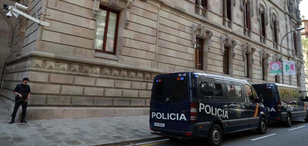 Interior ordena los primeros «relevos» de agentes para garantizar la presencia masiva en Cataluña
