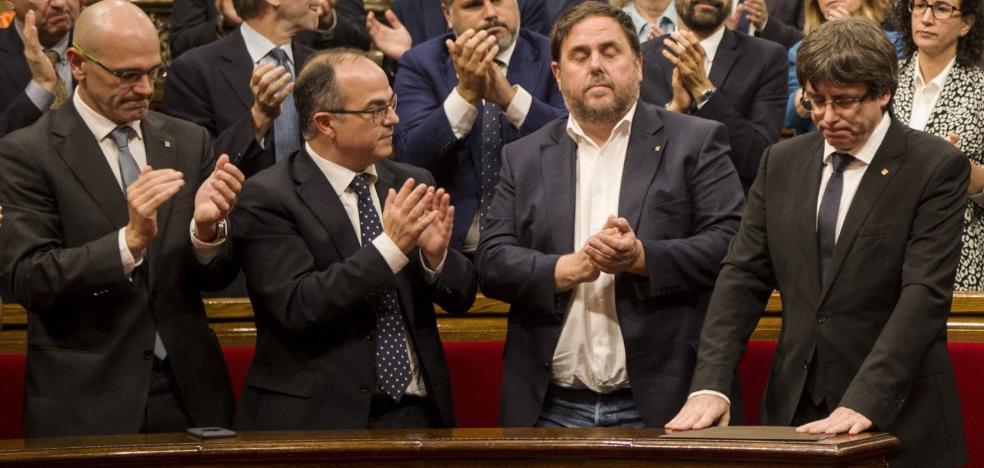 Puigdemont pulsa el botón de pausa en un intento de forzar la negociación con Rajoy