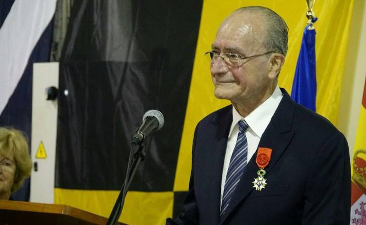 La República Francesa condecora al alcalde de Málaga con la Legión de Honor