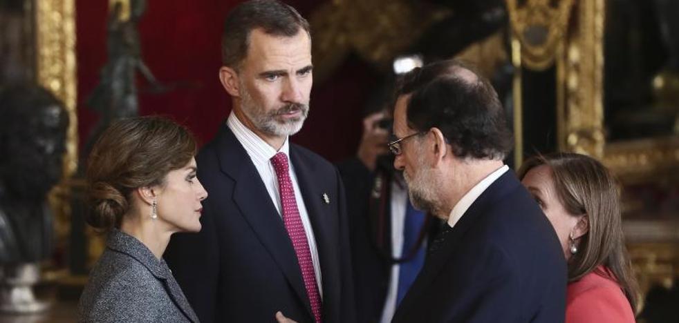 Gestos serios en una recepción marcada por el accidente y Cataluña