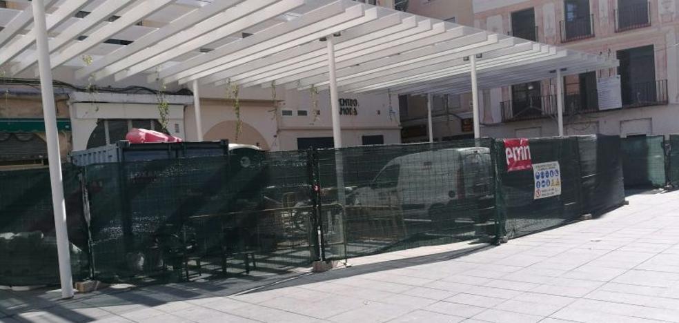 Camas: una plaza almacén de obras
