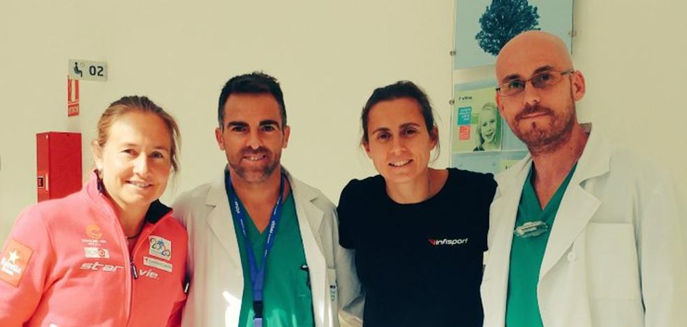 Carolina Navarro se retira en Granada por una lesión de rodilla
