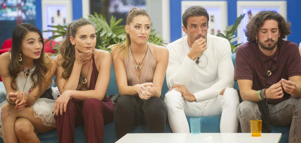 'Gran Hermano Revolution' sale a flote