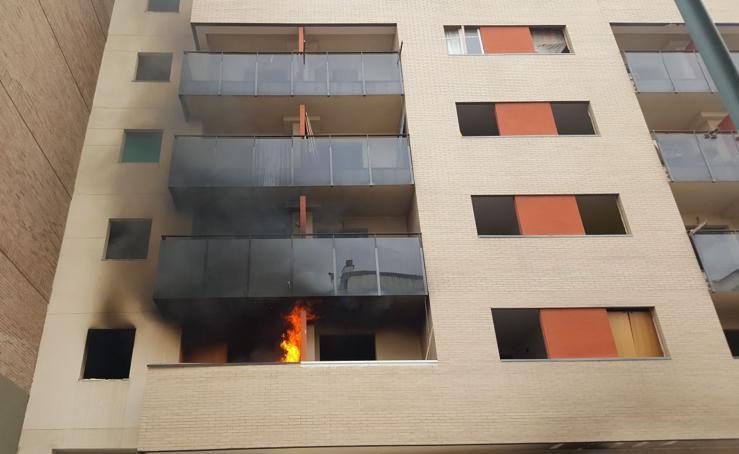 El incendio en una vivienda en la zona de Juan XXIII, en fotos