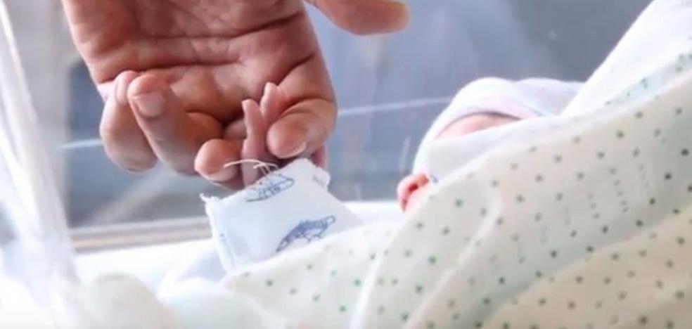 Nace un bebé que ayudará a curar a su hermano enfermo