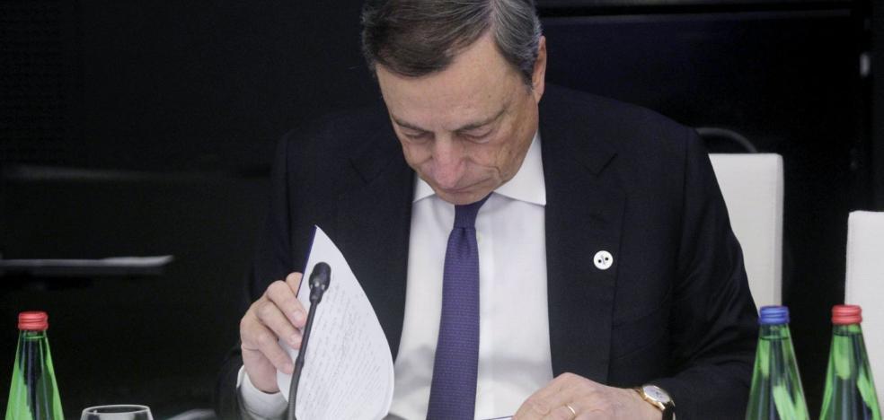 Más tiempo para regar de dinero la Eurozona, pero con la mitad de ritmo