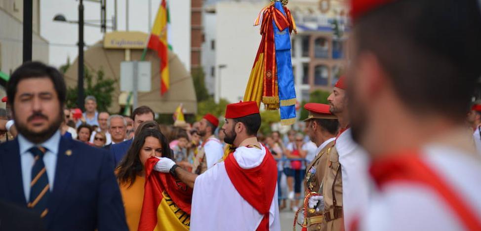 Honores a la bandera nacional en Vélez-Málaga con los Regulares
