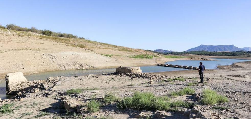 Málaga pierde cada día el agua que consume medio millón de personas