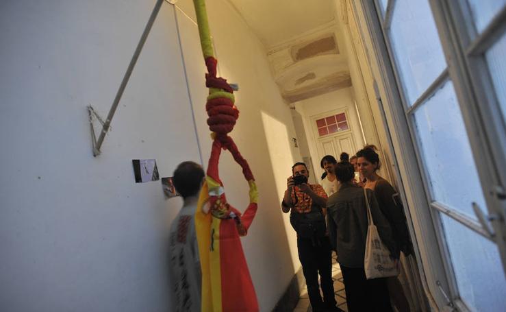 Polémica exposición en la Casa Invisible