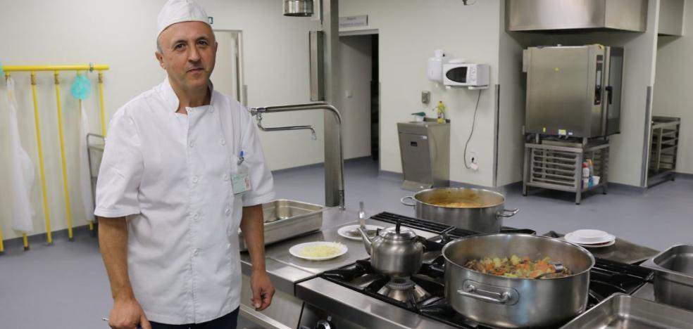 La cocina del nuevo hospital de Ronda: Fogones que no se apagan nunca