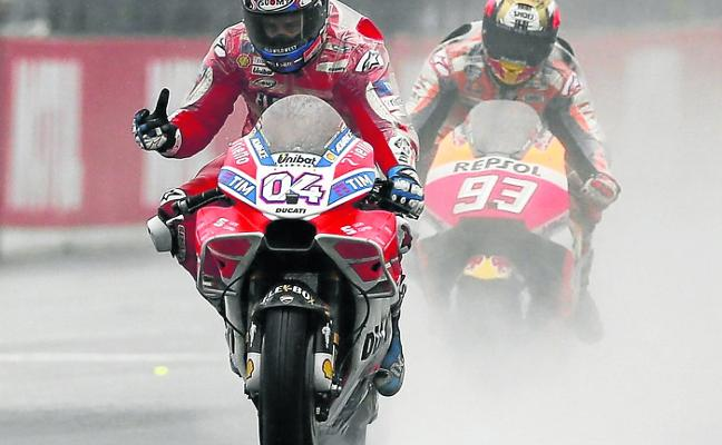 Dovizioso reta a Márquez por el título