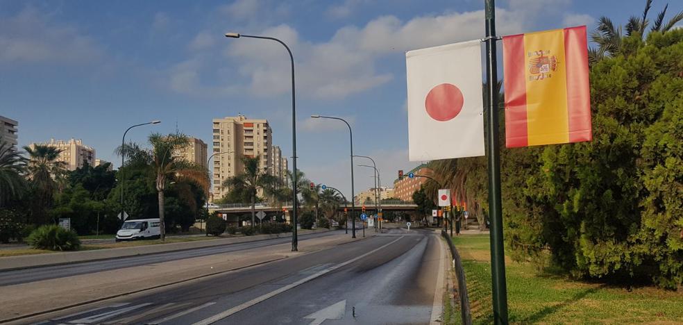 ¿Por qué las banderas de España y Japón inundan Málaga?