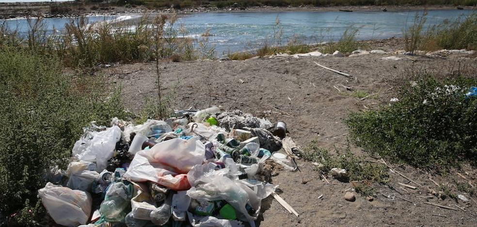 El Ayuntamiento reforzará la limpieza y vigilará el incivismo en el entorno del Guadalhorce
