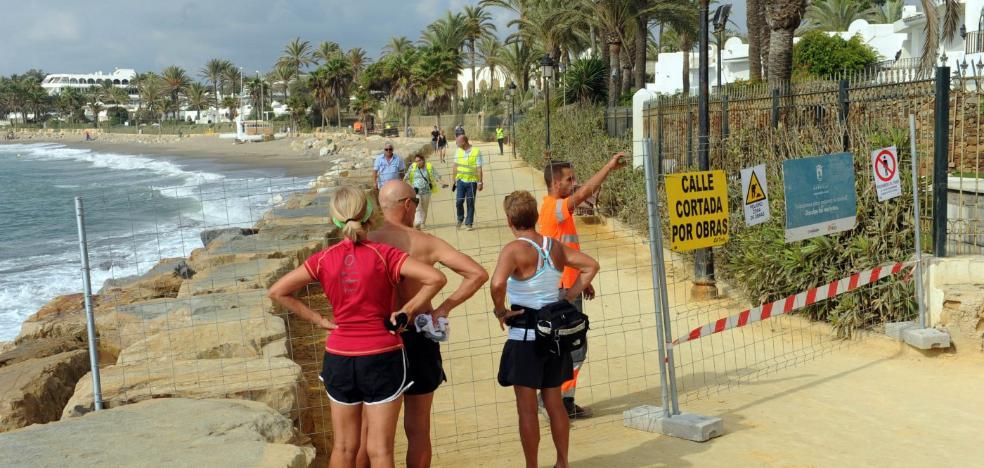Marbella invierte 350.000 euros en las obras de remodelación en el entorno del Paseo Marítimo