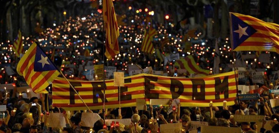 Miles de personas piden en Barcelona libertad para Sànchez y Cuixart