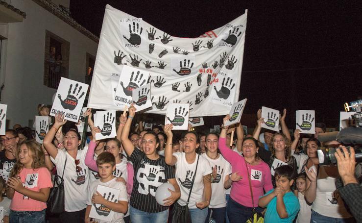 Un millar de personas se concentran en Pizarra para exigir la verdad en el caso de Lucía Vivar
