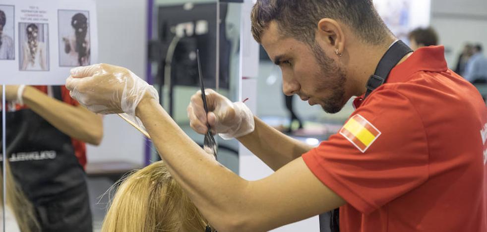 El joven peluquero malagueño Tomás Rivera consigue una mención en el mundial de FP