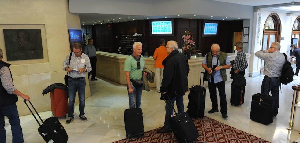 La subida de precios aleja al turismo nacional de los hoteles de la Costa