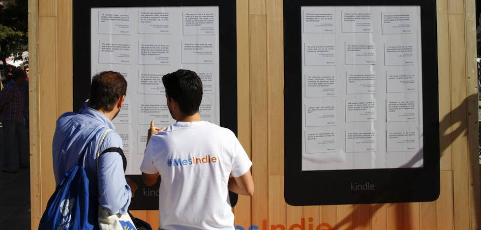 Amazon convierte en la Plaza de la Merced un salón de literatura 'indie'