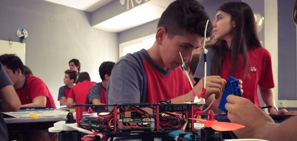 El colegio El Pinar, de Alhaurín de la Torre, lleva su proyecto 'Drones en clase' a centros de toda España