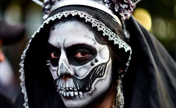 Ciudad de México saca sus calaveras Catrinas a la calle