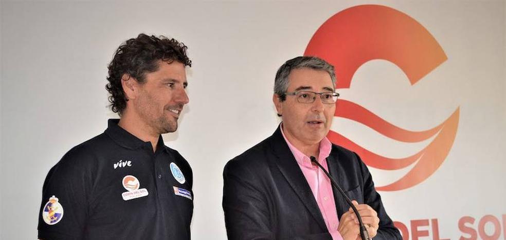 Christian Jongeneel espera finalizar hoy su reto solidario de nadar desde Tenerife a Las Palmas