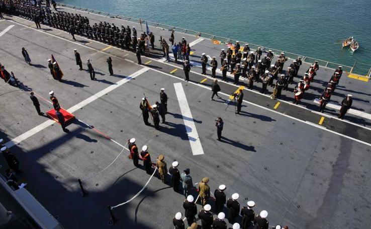 Fotos de la jura de bandera civil en el portaaviones Juan carlos I en Málaga (VI)