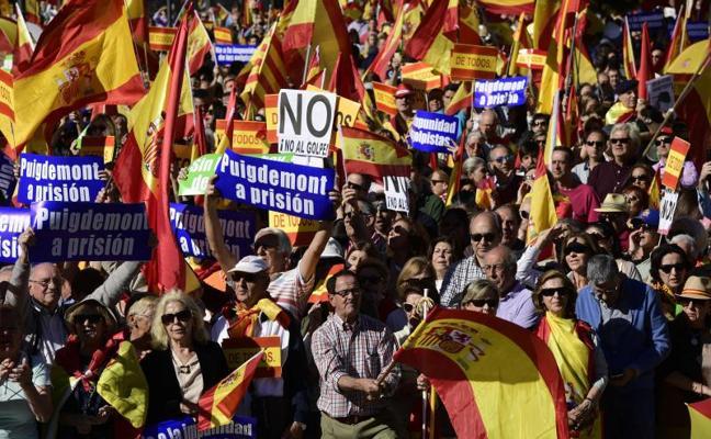 Miles de personas llenan la plaza de Colón en Madrid para defender la unidad de España