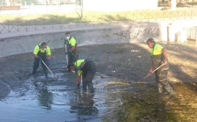 Parque de Huelin: limpieza a fondo del estanque