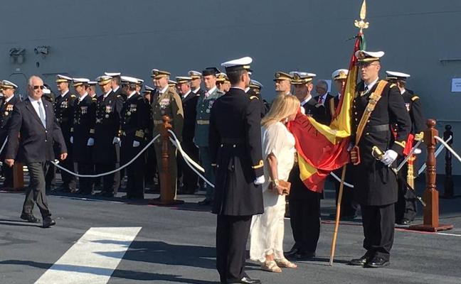Comienza el acto de la jura de bandera civil en el puerto de Málaga