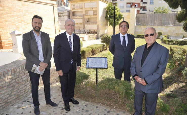 Descubren una placa del ceramista Pablo Romero con una poesía en el cementerio de San Miguel