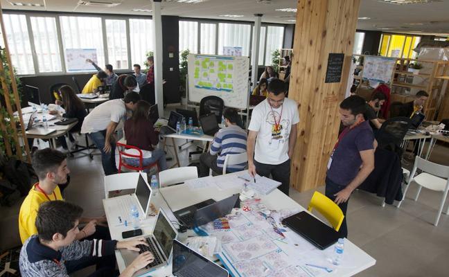 La UMA impulsa prácticas en empresas para mejorar el empleo de sus titulados