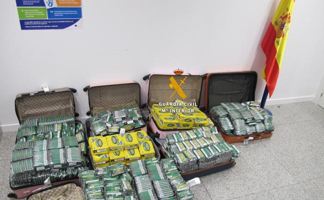 Inacautan más de 5.500 cajetillas de tabaco de contrabando en el aeropuerto de Málaga