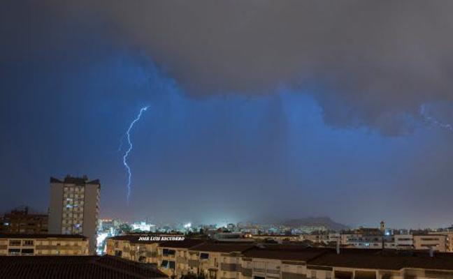 Las impresionantes imágenes de la tormenta de ayer sobre Málaga